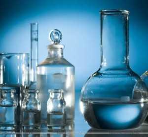 Колбы с химическими реактивами